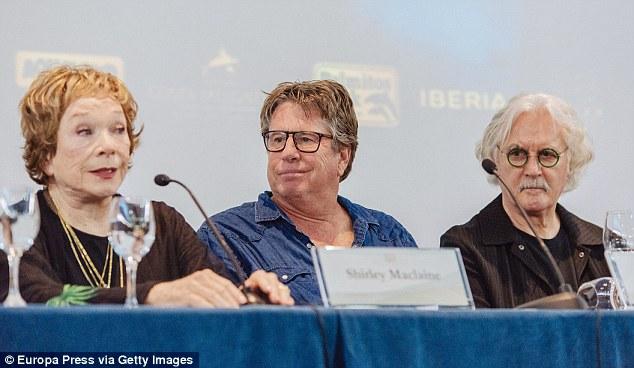 Shirley Maclaine junto al director Andy Tennant y el actor Billy Connolly