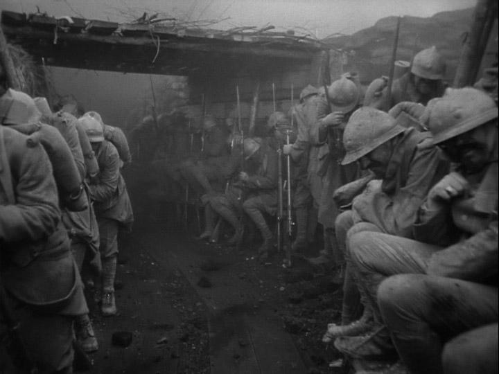 Fotograma con los soldados en la trinchera